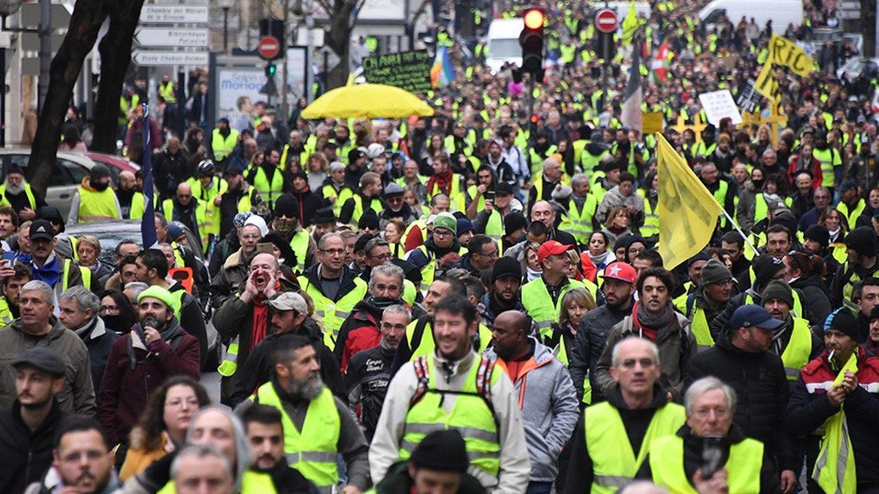 A Bordeaux, 6.000«gilets jaunes» ont défilé le 12janvier, soit 1.500 de plus que le samedi précédent. Des échauffourées ont eu lieu, mais sans commune mesure avec les violences précédentes.