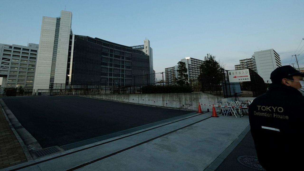 Carlos Ghosn, l'ex-patron de Nissan, est inculpé au Japon pour abus de confiance et minoration de déclarations de revenus aux autorités boursières sur huit années.