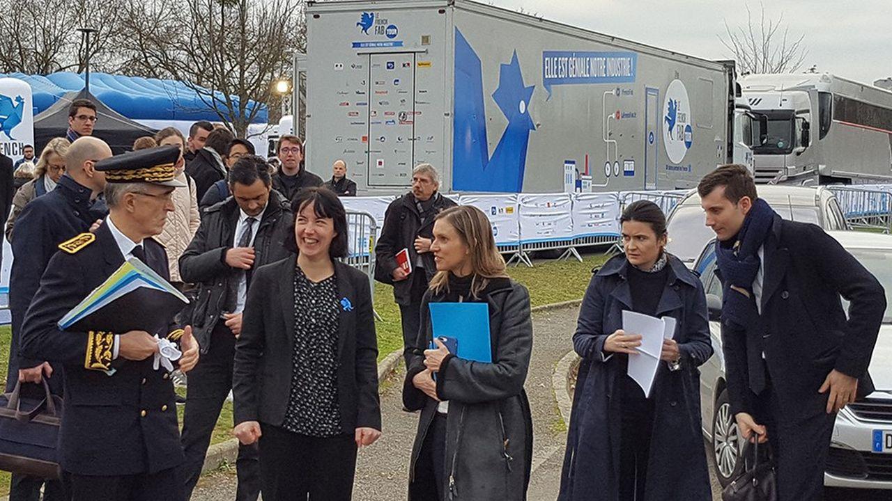 La secrétaire d'Etat à l'industrie, Agnès Pannier-Runacher, arrivant sur le site du village itinérant.