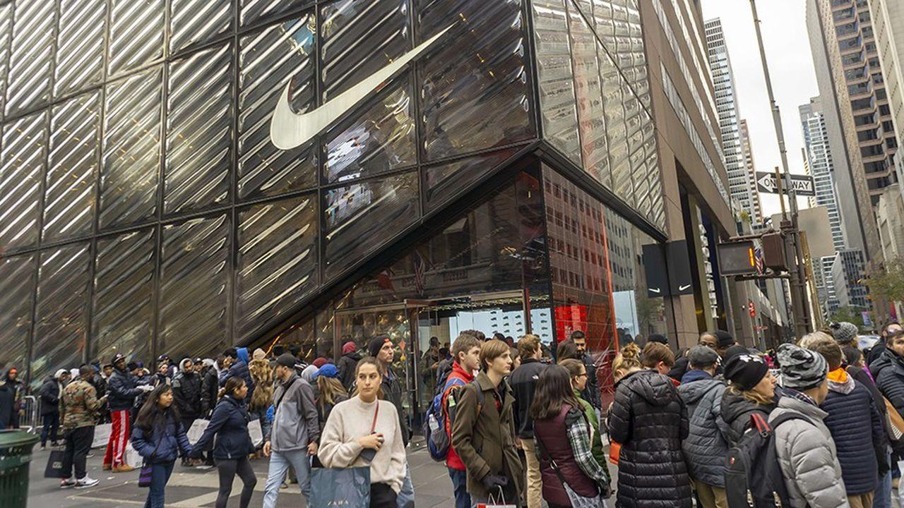 Nike a inauguré un nouveau navire amiral ultra-moderne en haut de la 5e avenue, à New York, sur 6.300 mètres carrés et quatre niveaux.