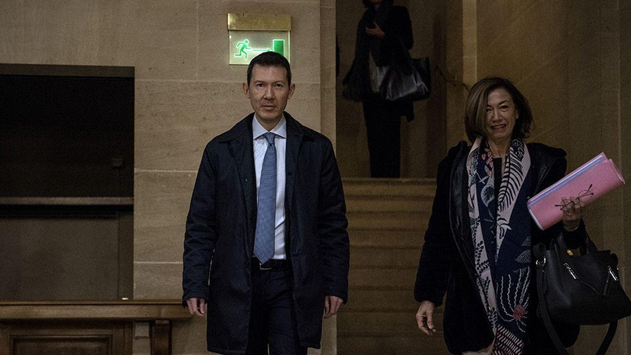 Benjamin Smith, directeur général du groupe Air France-KLM, arrive pour son audition au Sénat, accompagné d'Anne-Marie Couderc, présidente non-exécutive.
