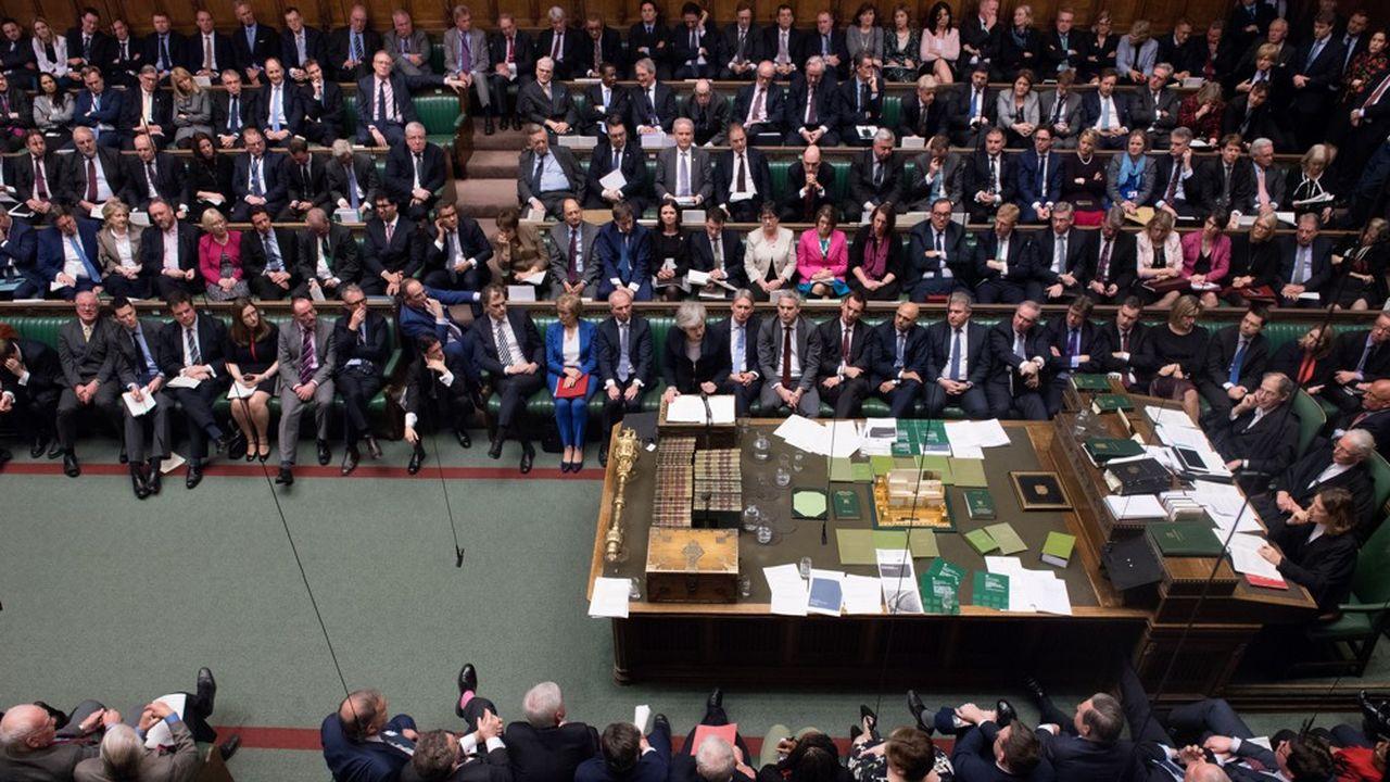 Le traité conclu par Theresa May n'a obtenu que 202 voix contre 432, mardi soir au Parlement britannique