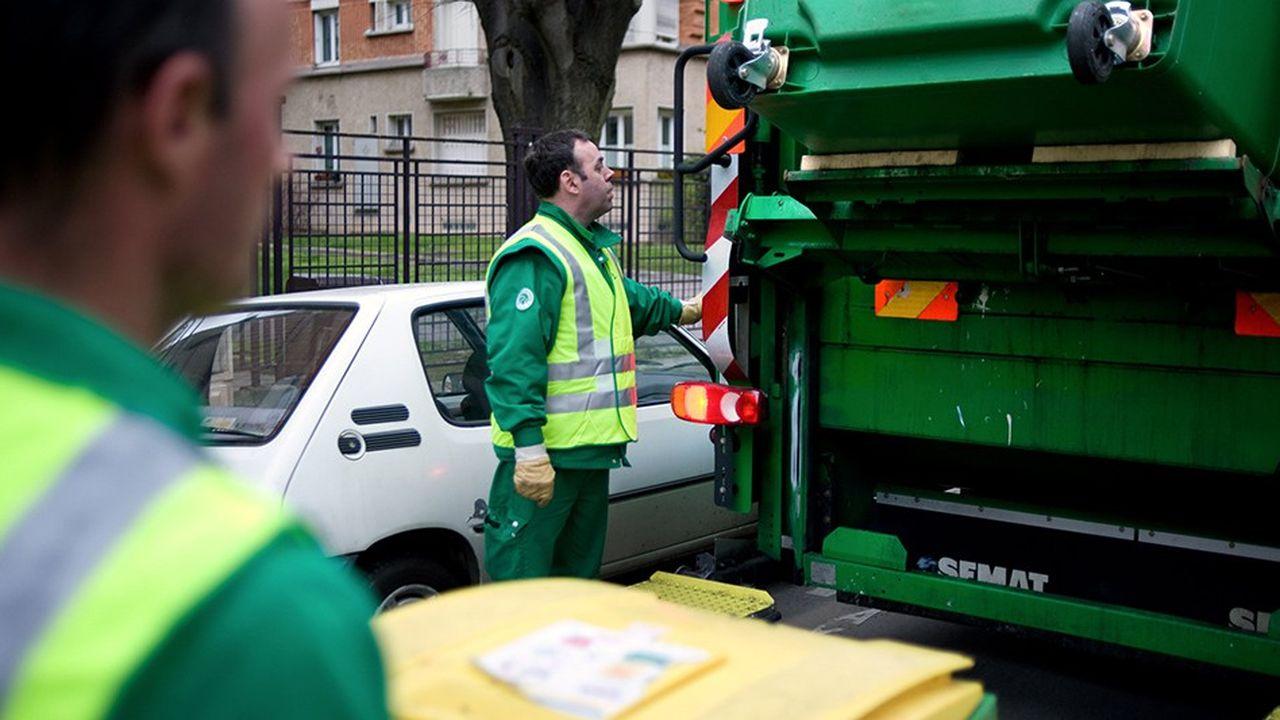 En 2019, nombre de communes vont simplifier le tri des ménages, qui mettront tous les plastiques dans le bac de collecte sélective. Mais aujourd'hui, 25% de l'ensemble du bac de collecte sélective n'a pas de solution de recyclage, reconnaît Citeo. Ils partent à l'étranger ou, plus souvent, sont incinérés ou enfouis.