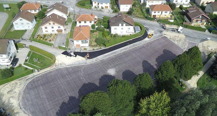 Installation d'une portion de route à énergie positive d'Eurovia.