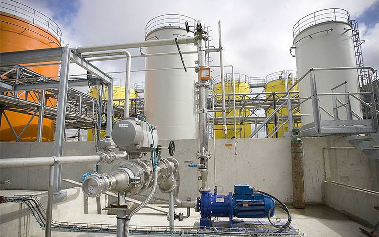 La première usine de biodiesel inaugurée en France par Veolia à Limay en 2009.
