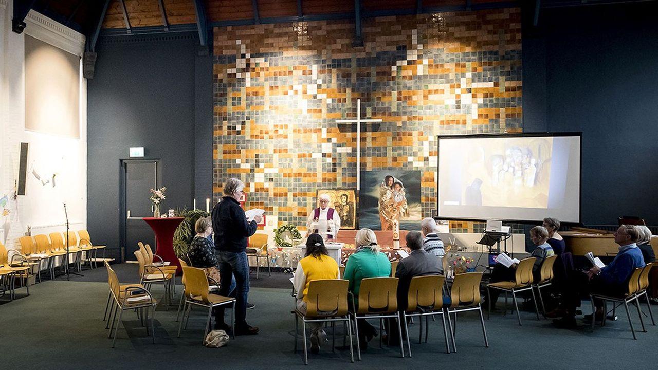 Depuis le 25octobre 2018, l'église protestante de Bethel à LaHaye aux Pays-Bas assure un service religieux continu pour empêcher la police de pénétrer dans ce lieu de culte où s'est réfugiée une famille d'Arméniens.