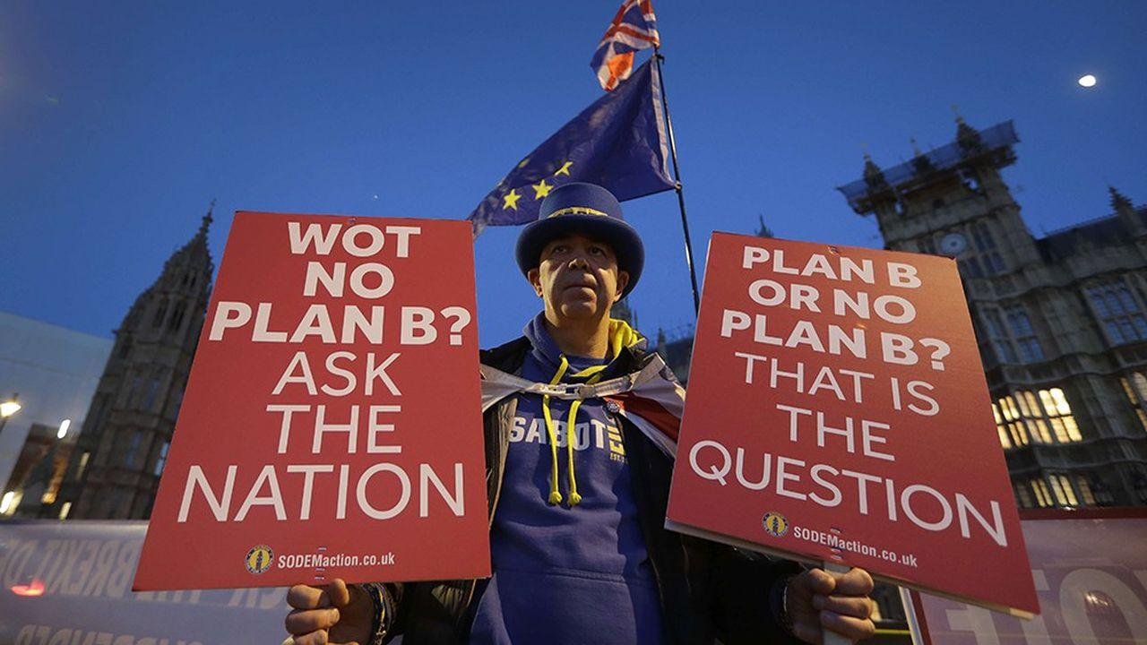«Plan B ou pas de plan B? C'est la question.» Un manifestant pro-Union européenne cette semaine devant Westminster réclame un nouveau référendum.