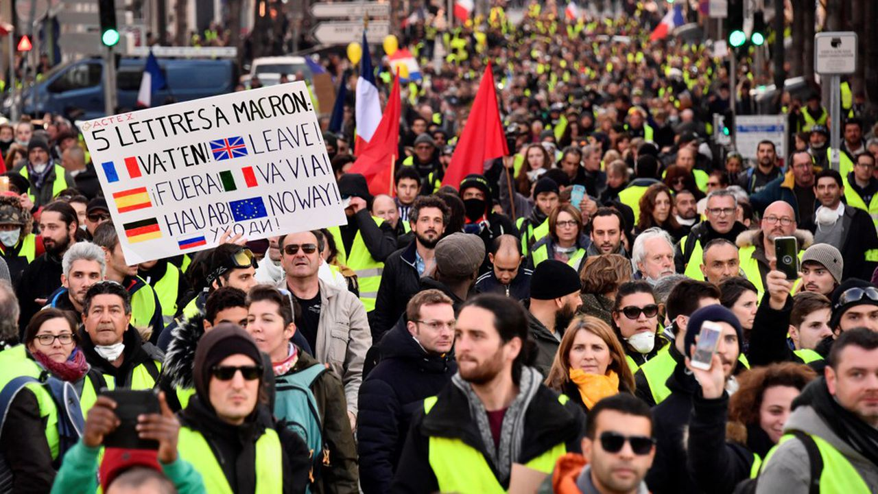 L'exécutif a mis en place un dispositif d'ampleur comparable au week-end précédent, soit environ 80.000 policiers et gendarmes en France, dont 5.000 à Paris.