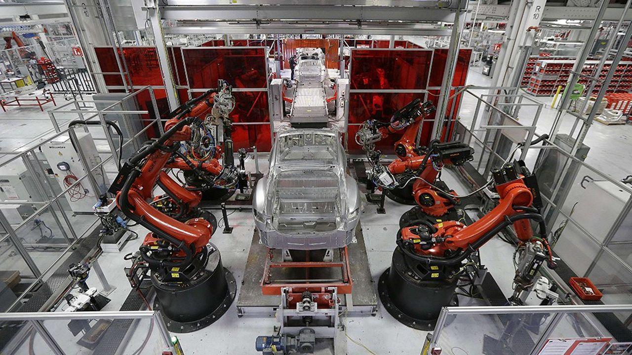 Depuis le lancement de sa Model 3, le modèle devant permettre à Tesla de devenir un constructeur de masse, la firme cherche à augmenter sa cadence de production, notamment en l'automatisant.