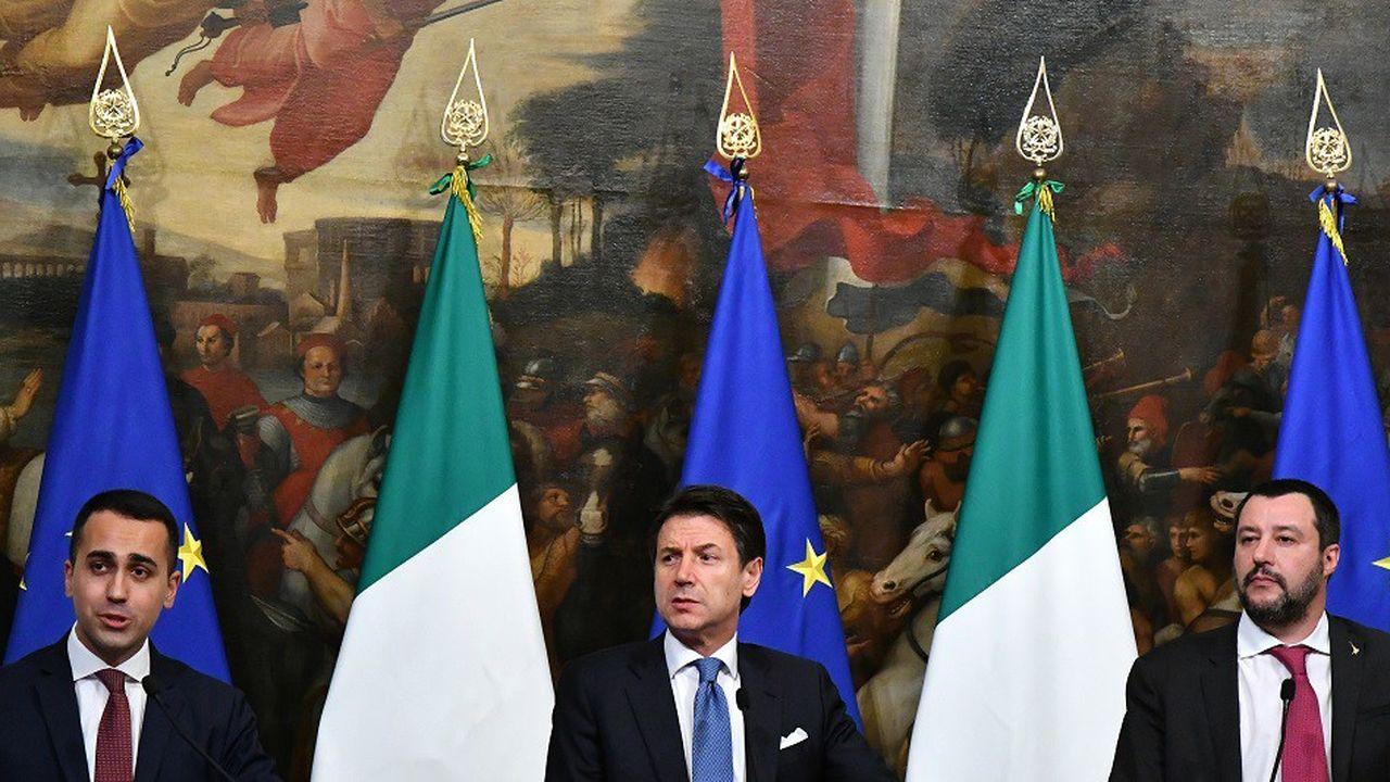 Le ministre de l'Industrie Luigi Di Maio, le Premier ministre Giuseppe Conte et le ministre de l'Intérieur Matteo Salvini (de gauche à droite)