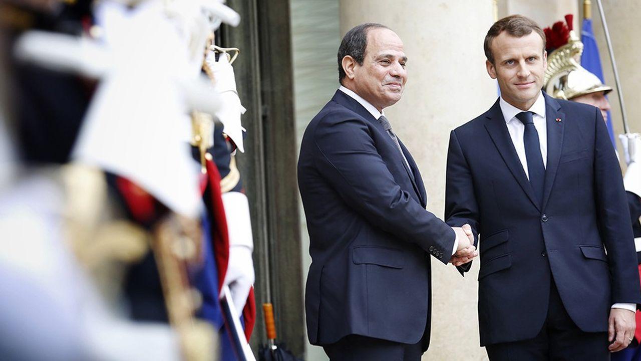Emmanuel Macron et son homologue égyptien Abdel Fattah Al Sissi sur le perron de l'Elysée, le 24 octobre 2017.
