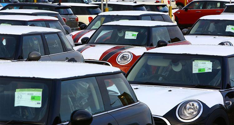 Pour les clients français, le risque de voir le prix de certains modèles de voitures fabriqués outre-Manche comme les Mini ou les Land Rover est réel.