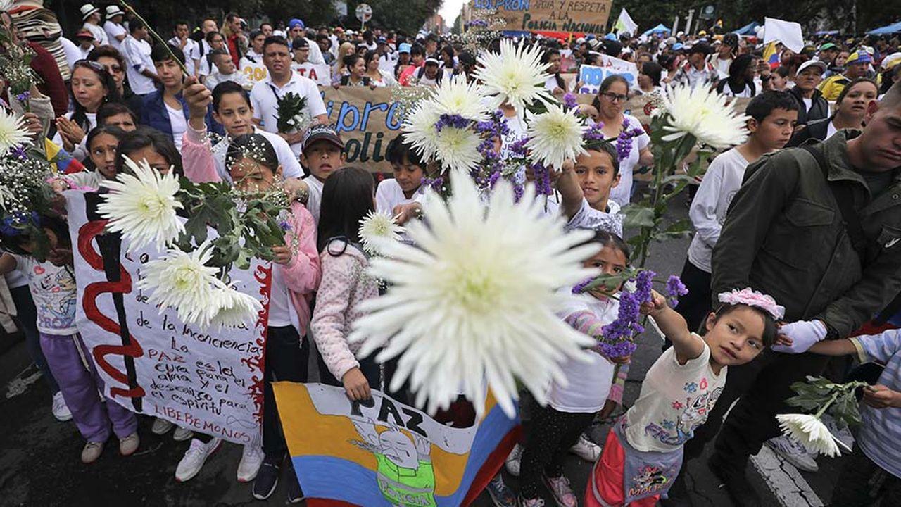Des manifestationscontre le terrorisme ont été organisées, comme ici à Bogota, au lendemain de l'attentat qui a fait 20 morts.