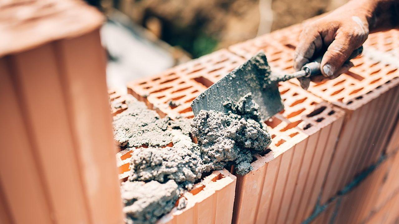 L'activité liée à la construction de logements neufs, qui avait servi de locomotive ces dernières années, devrait reculer de 0,5% en 2019 pour les artisans du bâtiment.