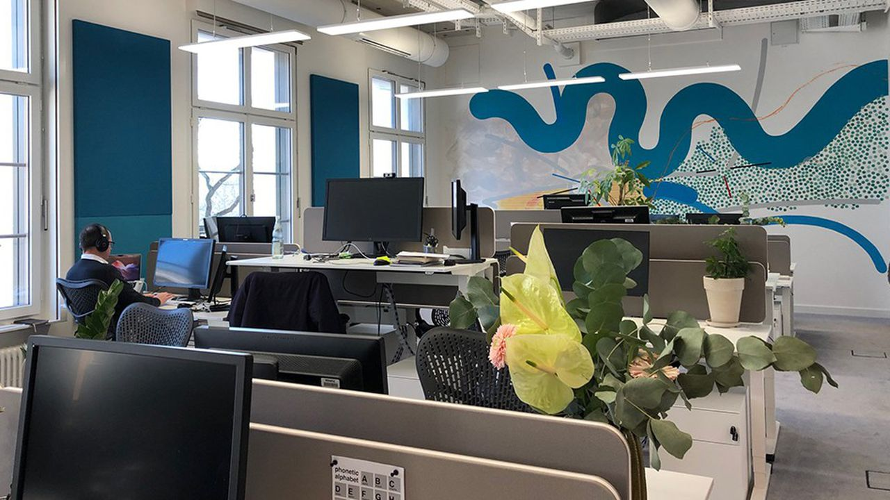 130 employés travaillent depuis fin décembre dans le nouveau centre de Google d'une surface de 8.500 mètres carrés sur quatre étages, situé au centre de la capitale allemande, en bordure de la Spree.