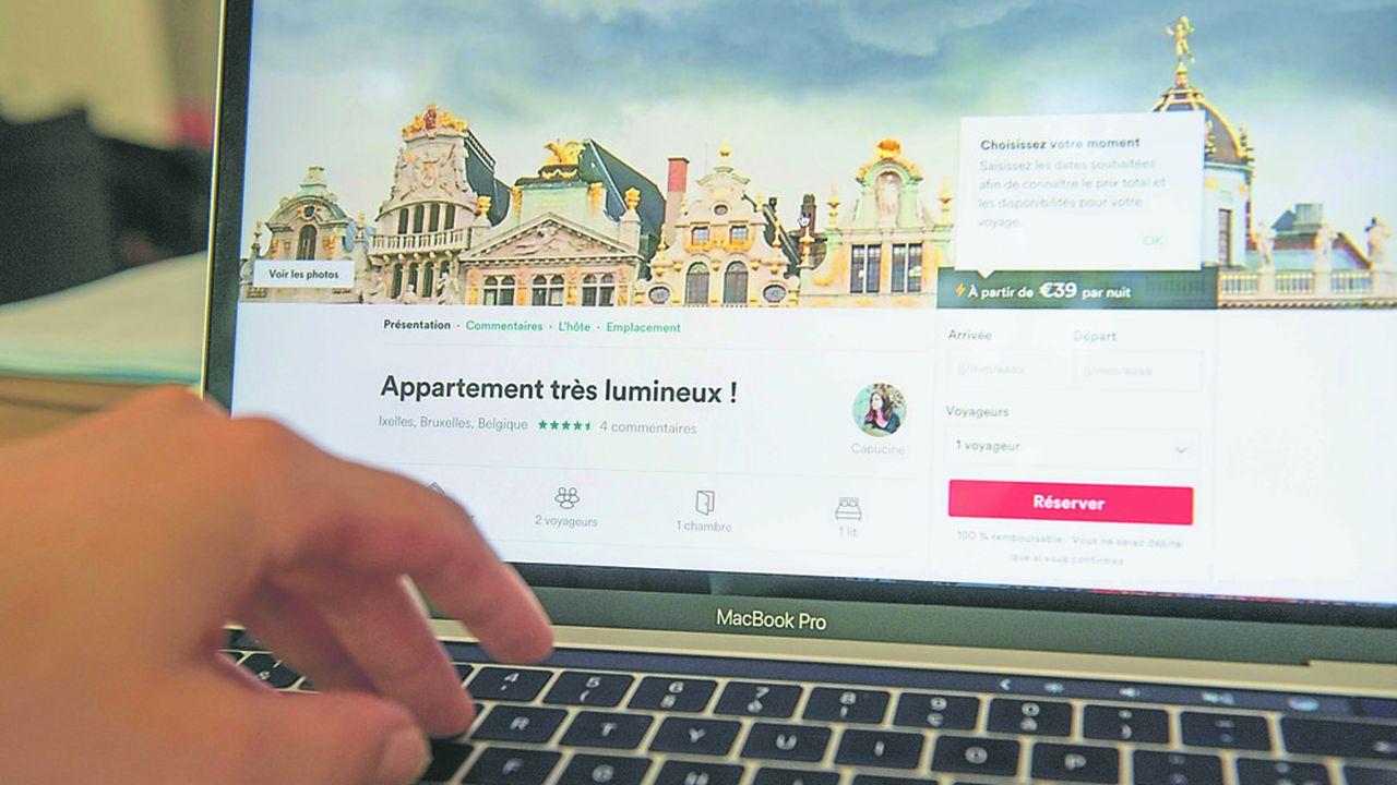La ville de Bruxelles tente depuis deux ans de contrer le succès d'Airbnb en durcissant les conditions préalables à remplir par les particuliers souhaitant louer à des touristes.