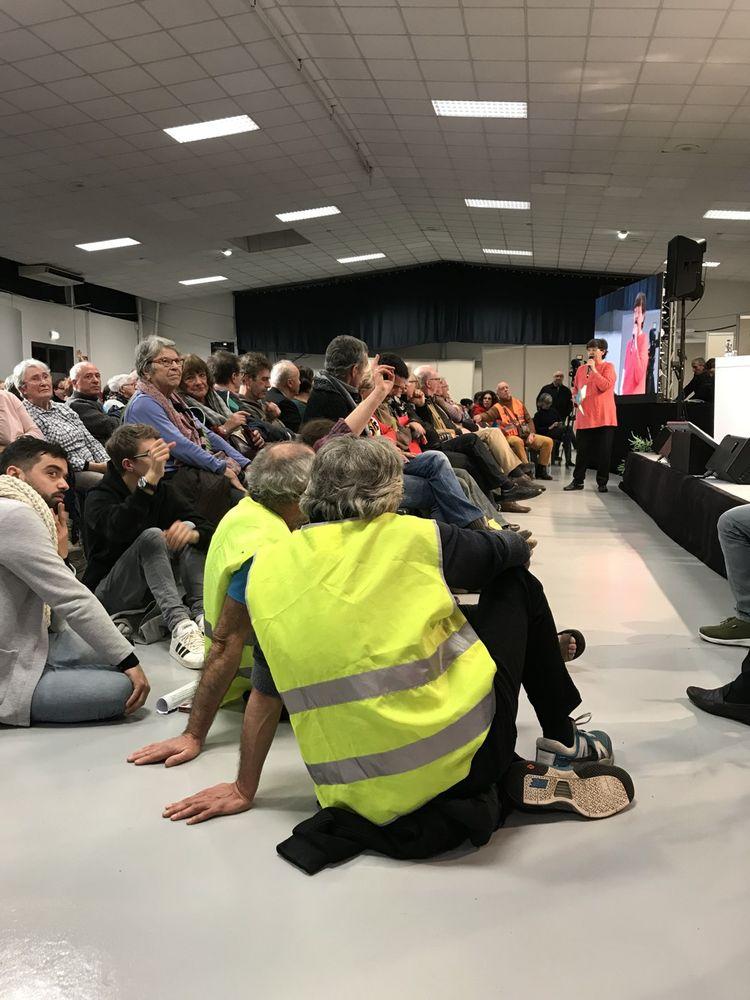 Le débat a duré cinq heures trente, avec un public nombreux - dont des « gilets jaunes » - une profonde soif de s'exprimer, une très forte demande de justice sociale et fiscale.