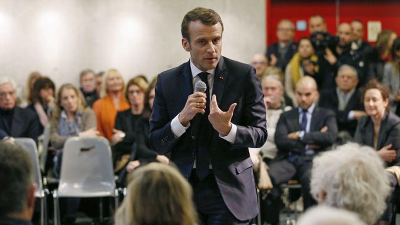 Le patronat se retrouve sur la défensive après la sortie d'Emmanuel Macron sur les contrats courts, jeudi, lors d'un débat avec des citoyens de la Drôme.