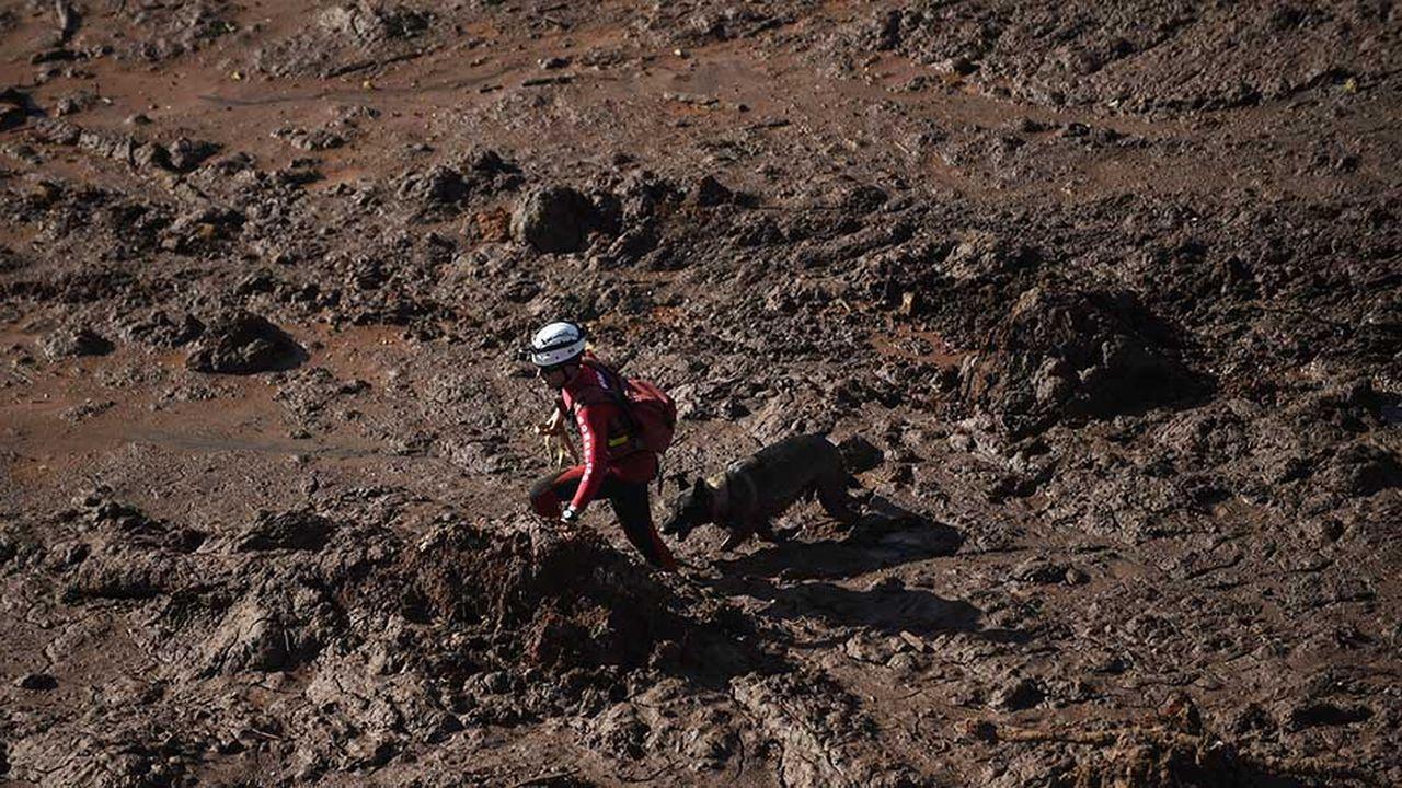 Un torrent de boue de 300 mètres de large a dévasté habitations et végétation après la rupture d'un barrage du groupe minier Vale