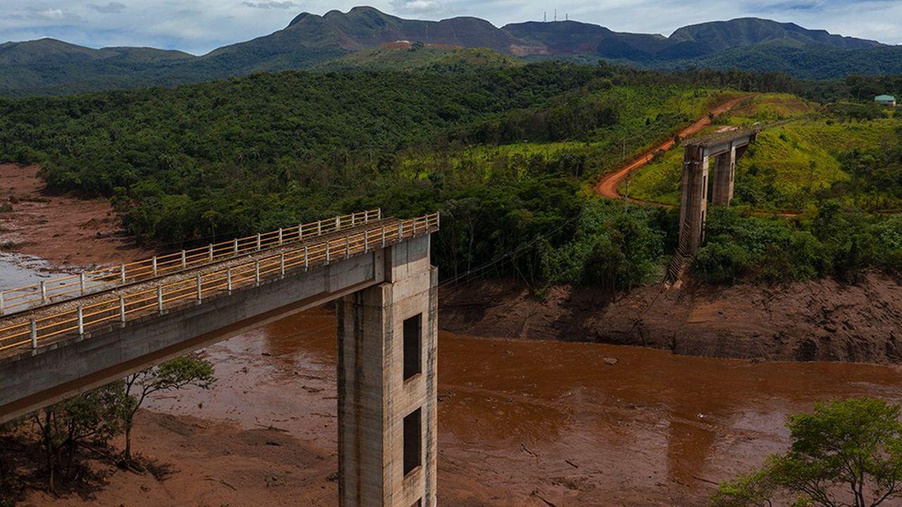 Selon le dernier décompte, 58 personnes ont été retrouvées mortes et 305 autres sont portées disparues après la rupture d'un barrage de la compagnie minière Vale à Brumadinho