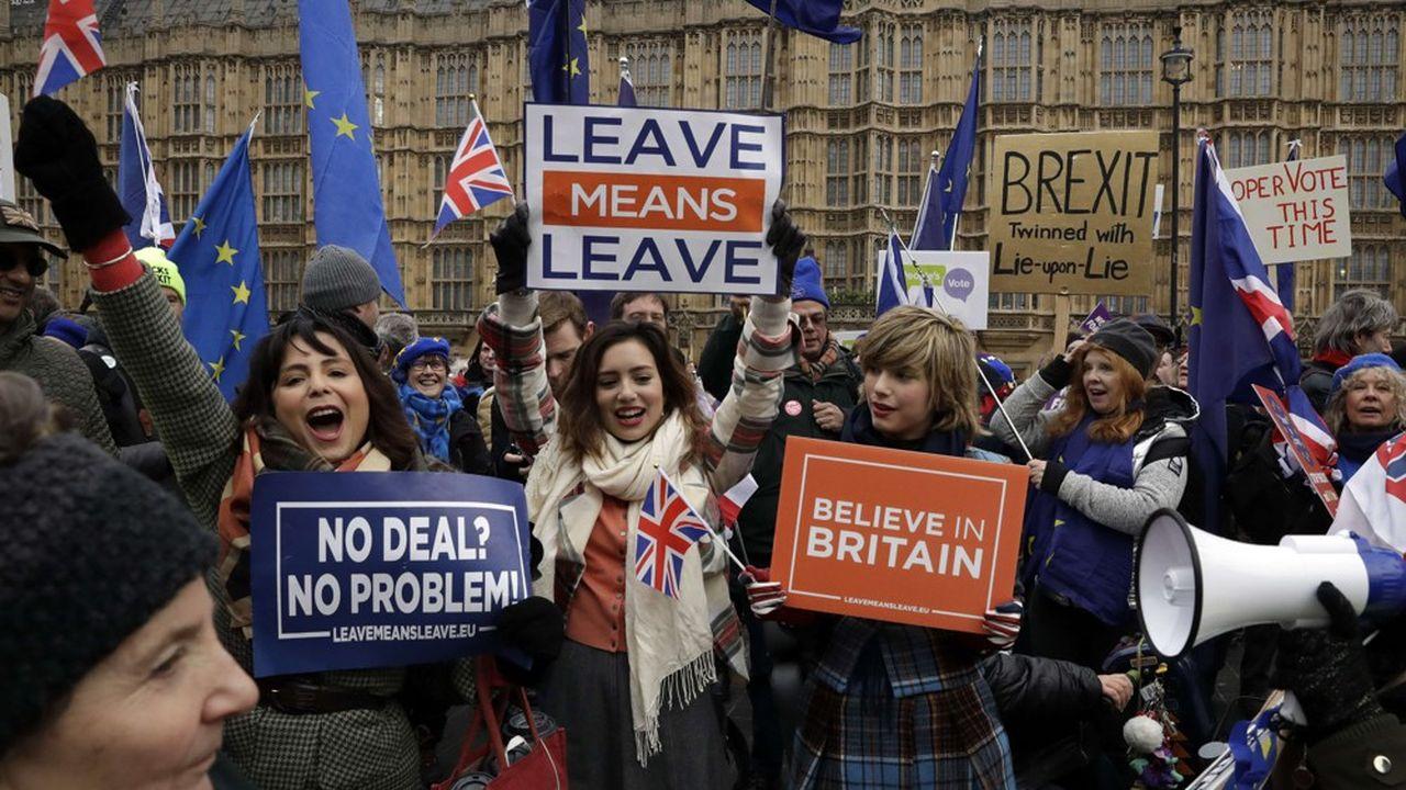 A l'image des manifestants devant le palais de Westminster le 29janvier, la presse britannique est diviséesur la question du Brexit