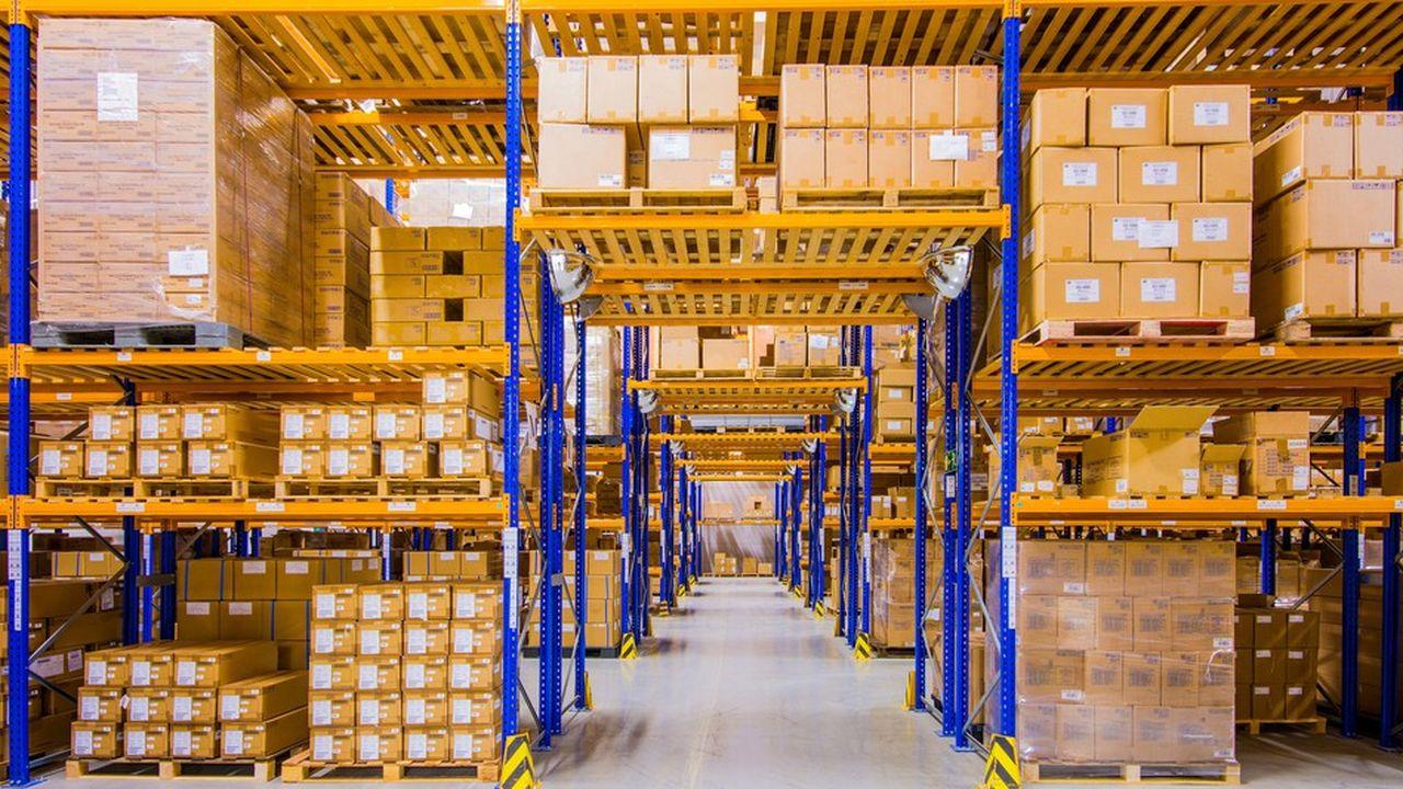 Face à la forte demande de stockage des entreprises importatrices et exportatrices de et vers le Royaume-Uni qui ont choisi les Pays-Bas, «le prix de location du mètre carré d'un entrepôt a déjà augmenté de 10% à 15%», constate un agent immobilier de la région de Rotterdam.