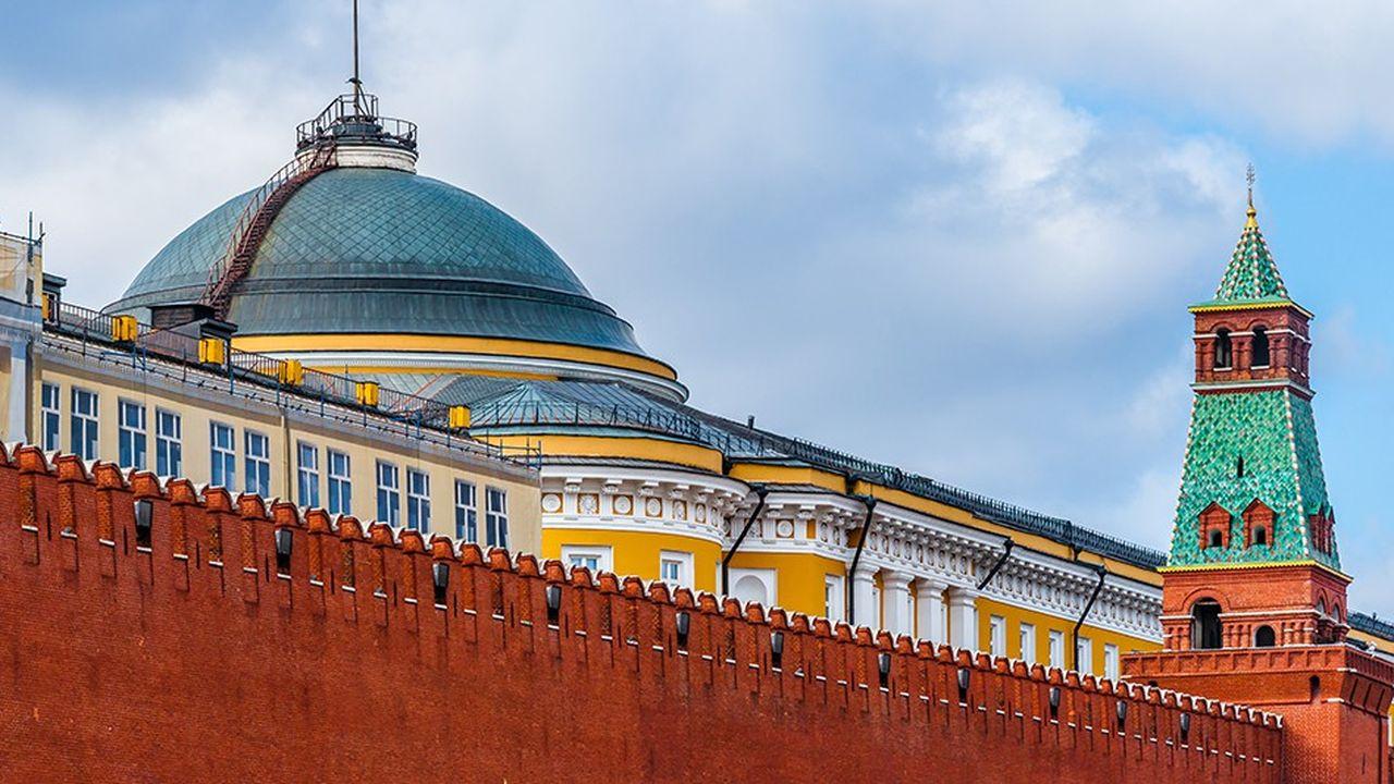 En pleine séance du Sénat à Moscou, un jeune sénateur de Russie Unie a été arrêté sur des soupçons de meurtre. Le même jour, son père a été également arrêté au siège de Gazprom.