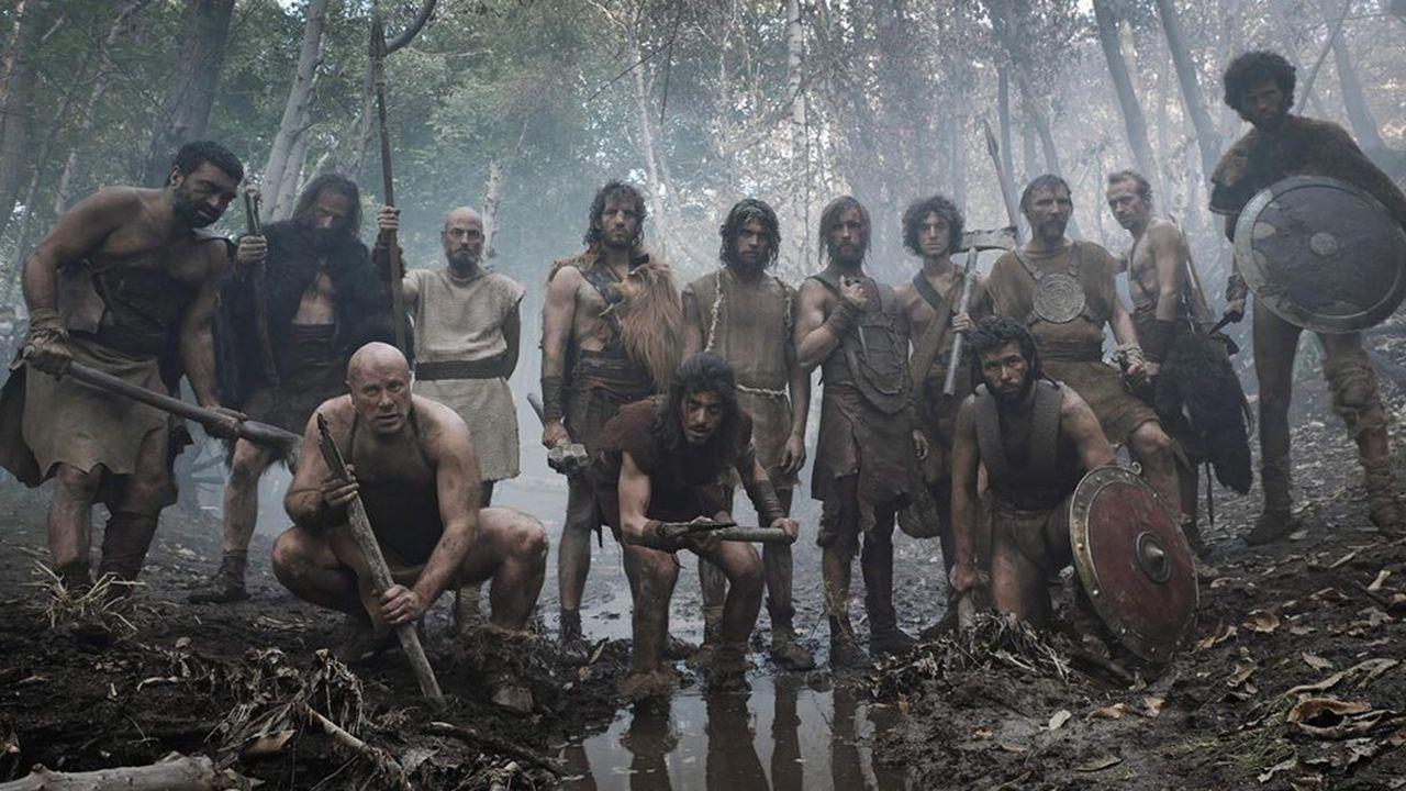 Le réalisme du film est poussé à l'extrême avec l'usage d'un format large anamorphosé, le recours exclusif à la lumière naturelle, et surtout l'usage du proto-latin.