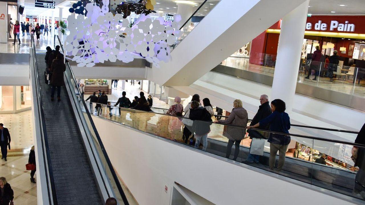 Les allées du centre commercial Belle Epinede Thiais (Val-de-Marne).
