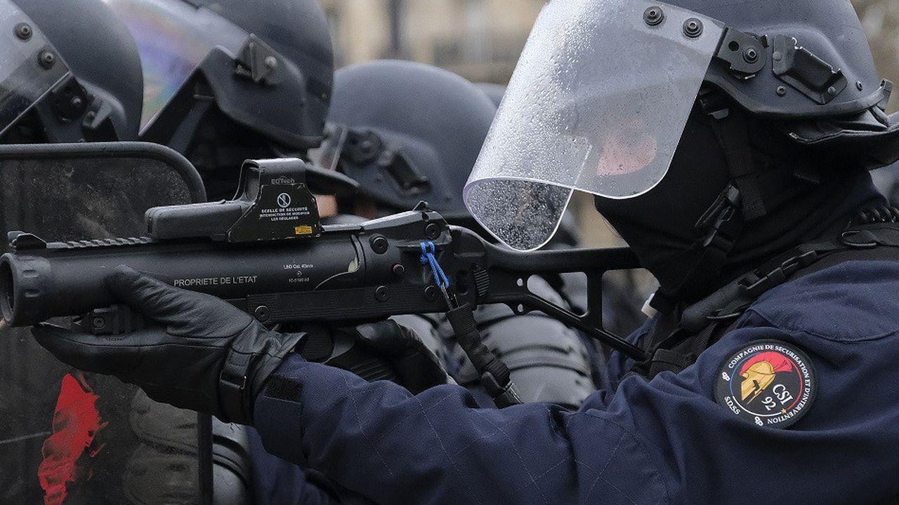 Un recours avait été déposé en urgence par la CGT et la Ligue des droits de l'Homme pour interdire l'utilisation du LBD par les forces de l'ordre