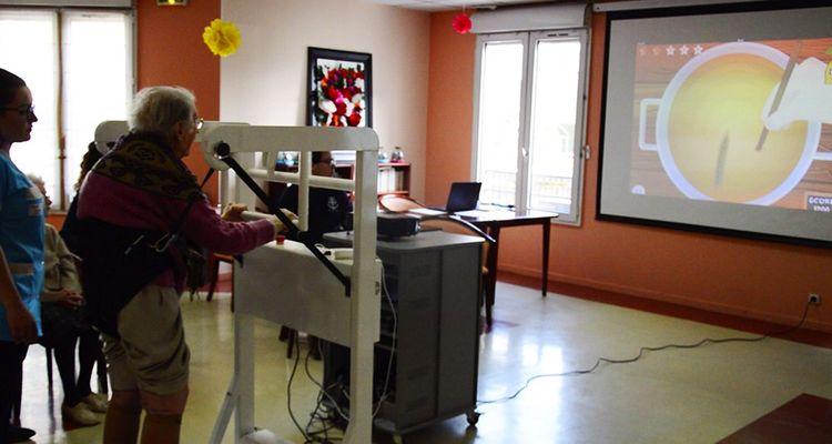 Le tapis roulant connecté d'Ezygain a été testé avec succès en milieux hospitalier et dans les Ehpad; Zineb Agoumi travaille à une version adaptée auxdomiciles des patients.