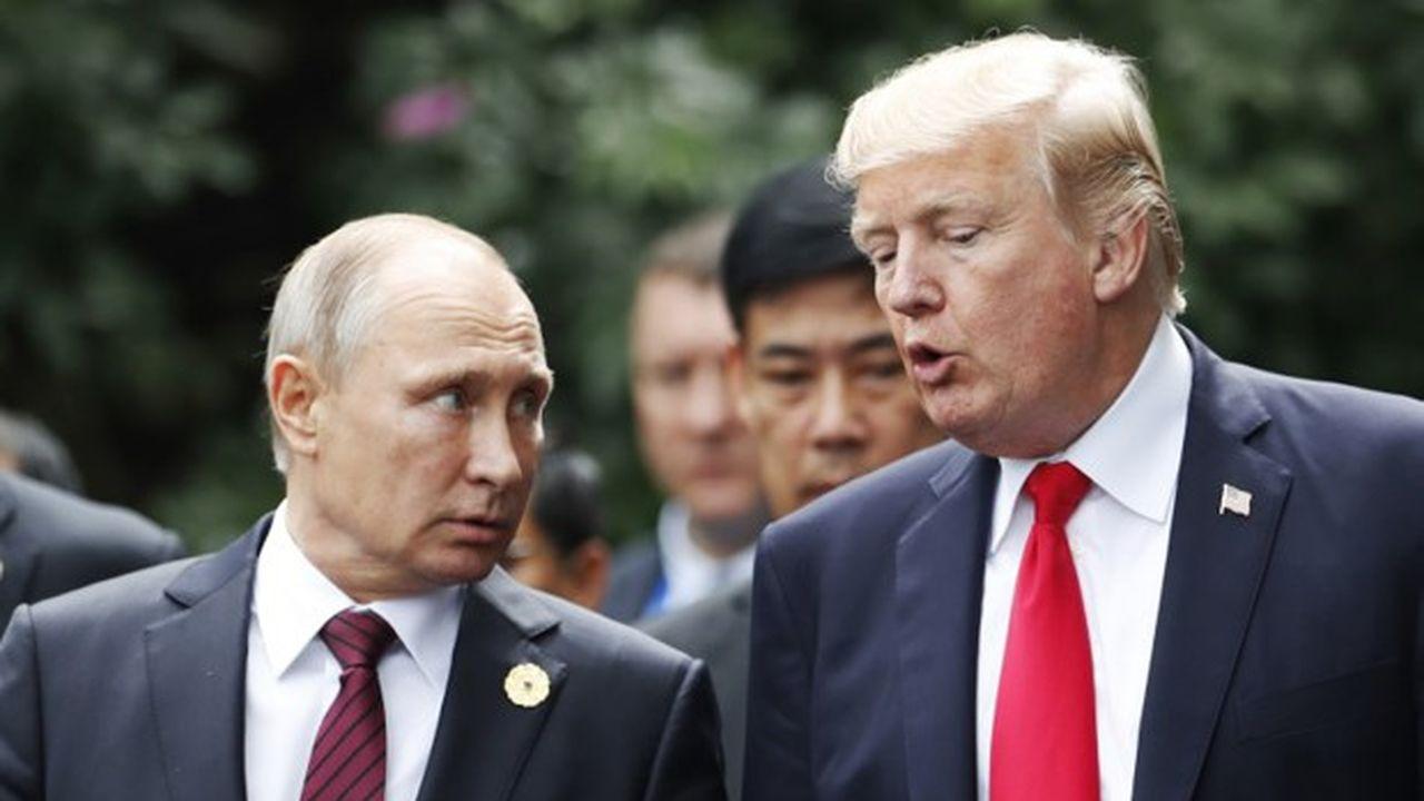 Vladimir Poutine et Donald Trump lors d'un sommet en Asie, fin 2017