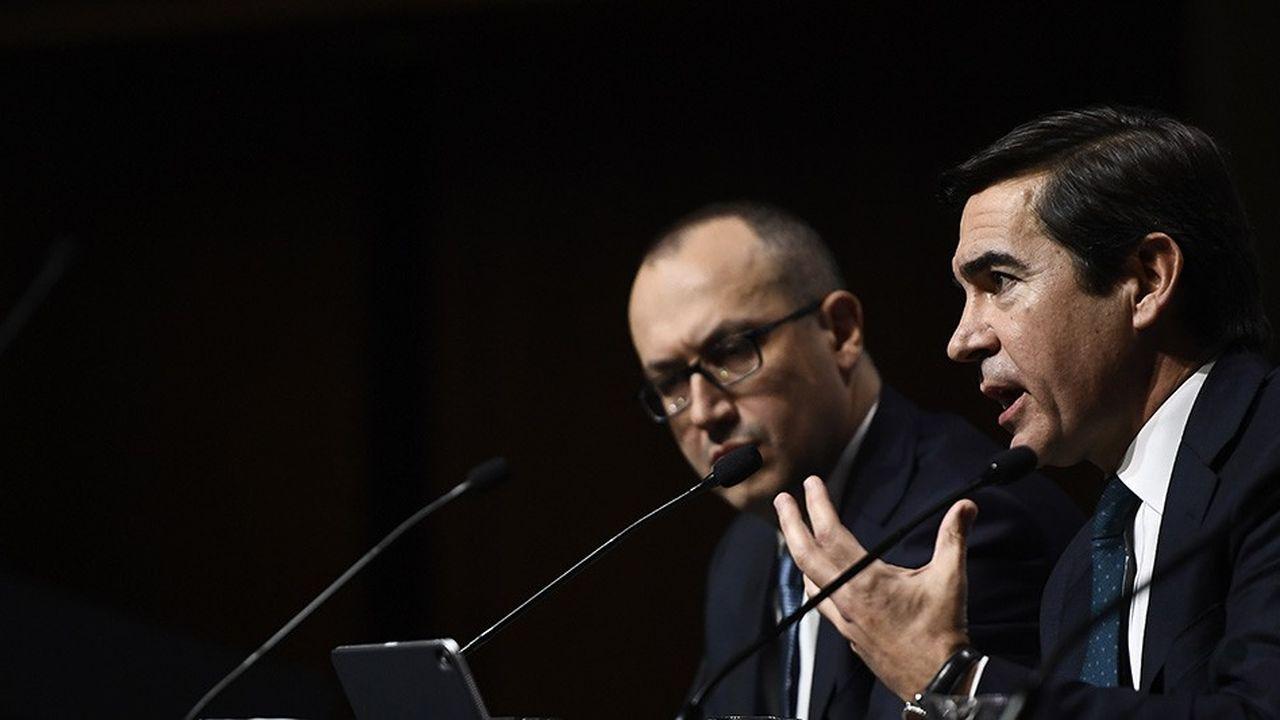 Vendredi, Carlos Torres, le président de la banque BBVA (au premier plan), était venu présenter les résultats 2018 du géant bancaire espagnol. Il a aussi dû s'expliquer sur l'incroyable affaire d'espionnage dans laquelle se trouve plongé l'établissement.