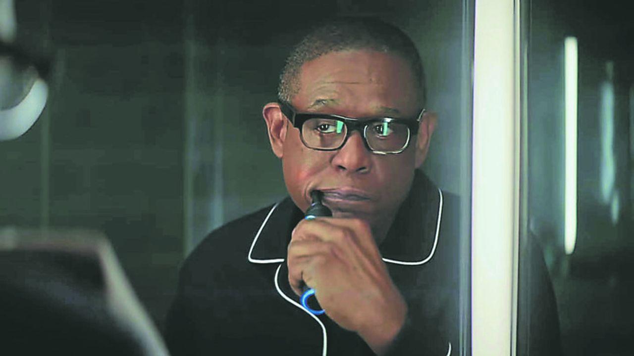 Le spot TV d'Amazon pour le Super Bowl révèle l'acteur Forrest Whitecker avec une brosse à dents équipée de l'assistant vocal Alexa.