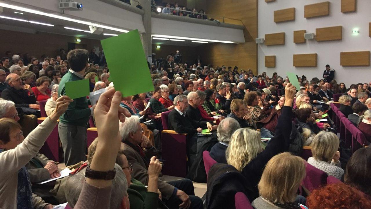 Lors du débat qui s'est tenu vendredi soir à Bordeaux, les modérateurs ont distribué de petits cartons verts, orange et rouge, pour manifester son accord avec l'intervenant, demander de préciser ou exprimer son désaccord.
