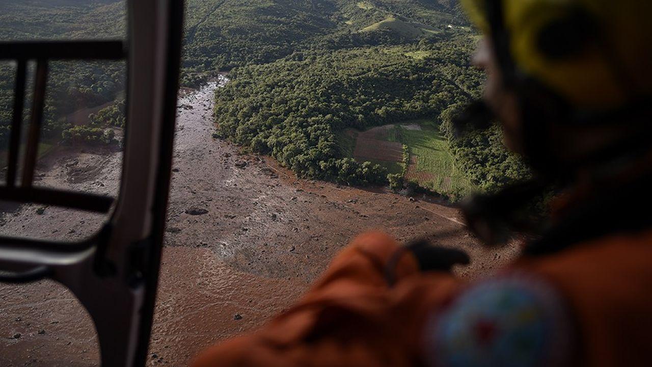 La rupture d'un barrage minier de Vale au Brésil le 25janvier a causé la mort d'au moins 121 personnes et 226 personnes restent portées disparues.