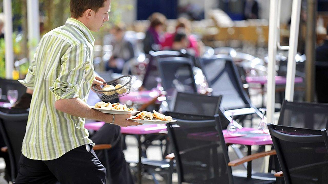 Le secteur de l'hôtellerie, des cafés et restaurants estime que le recours aux CDD courts répond à l'évolution de la clientèle.