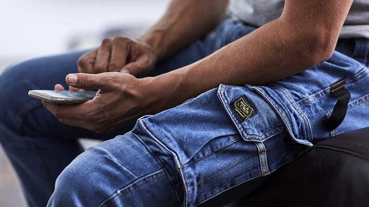 Une vingtaine de références de vêtements de travail vont être proposées : pantalons, bermudas mais aussi polos et T-shirts.