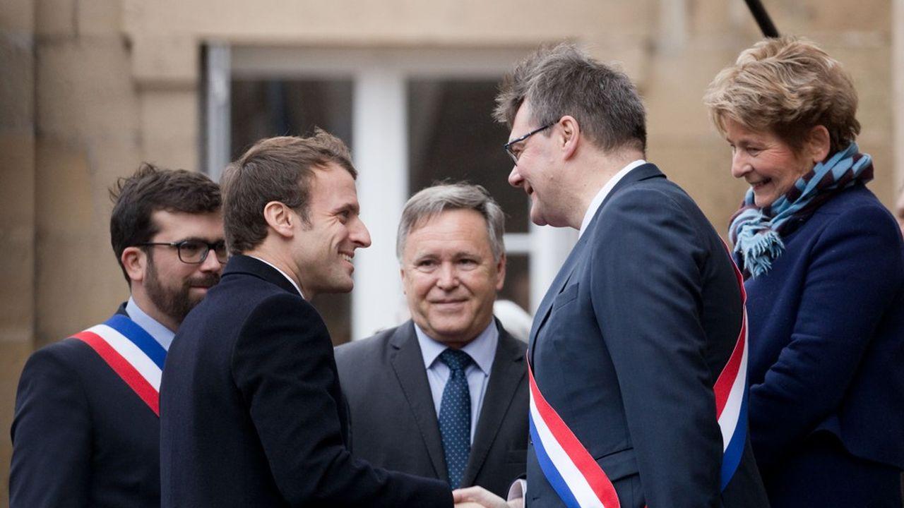 Emmanuel Macron lors de son arrivée à Autun pour rencontrer des maires à la sous-prefecture dans le cadre du grand debat national.