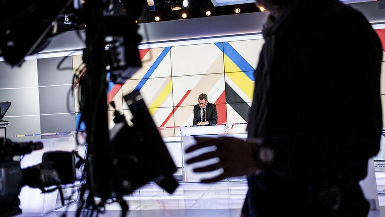 Le plateau de l'émission « Dimanche en politique » sur France 3.