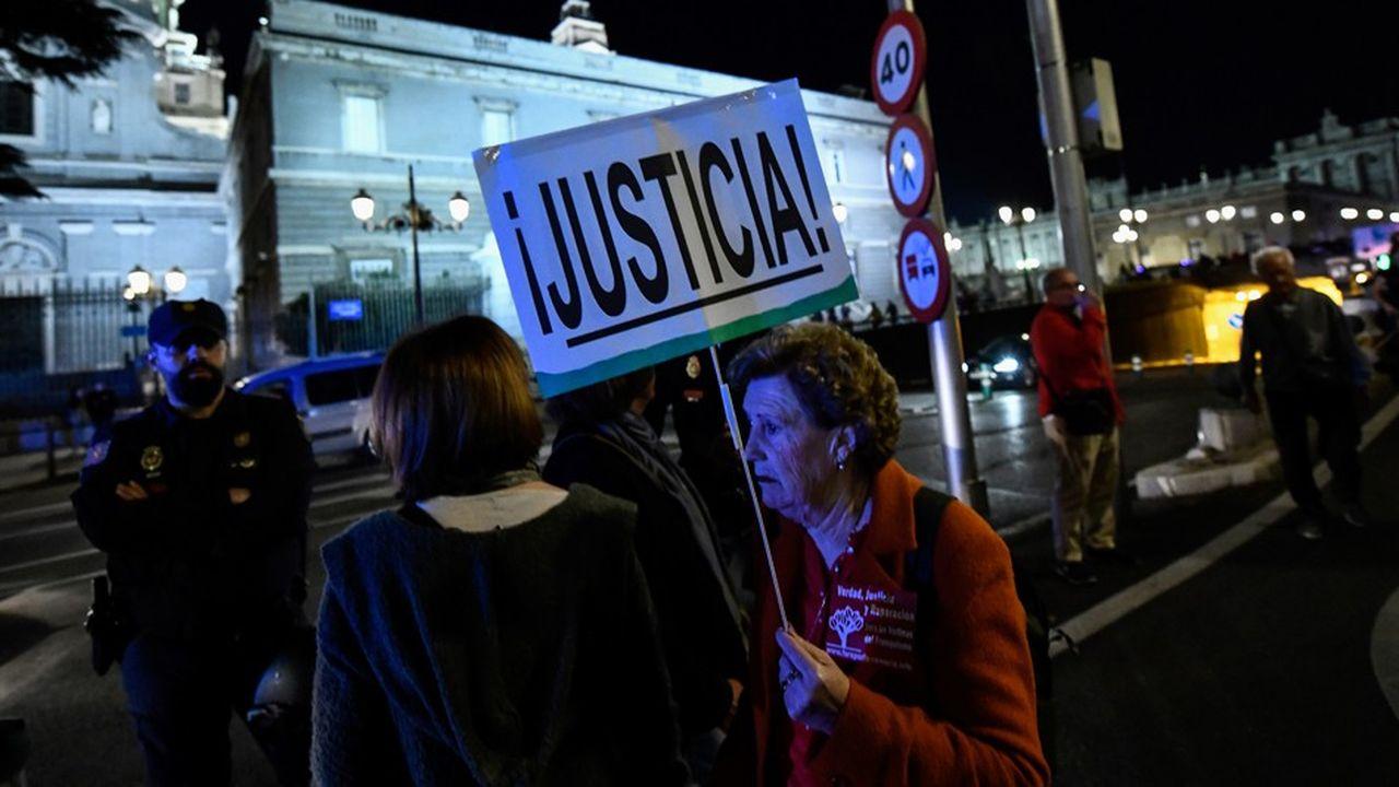 Manifestation «NiValleNiAlmudena, Madrid sin Franco» («Madrid sans Franco») en octobre2018, contre le transfert des restes du dictateur à la cathédrale Almudena