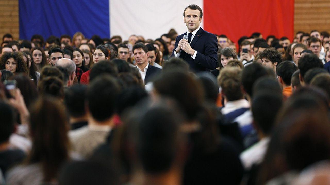 Jeudi, dans le cadre d'une nouvelle étape du grand débat, Emmanuel Macron a échangé avec 1.000 jeunes à Etang sur Arroux, en Saône-et-Loire.
