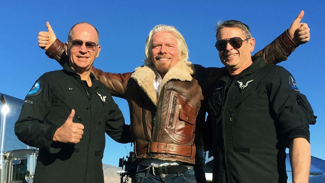 Le 13décembre dernier dans le désert de Mojave, Richard Branson (au centre) fêtait avec le pilote Mark «Forger» Stucky (à droite) et son co-pilote Frederick «CJ» Sturckow, le premier vol d'essai de SpaceShipTwo