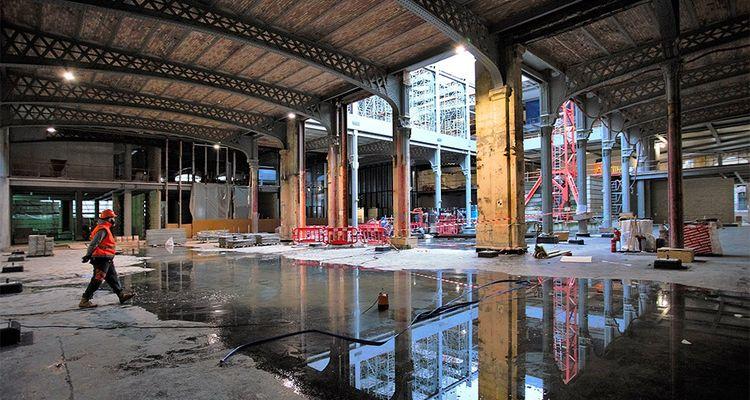 « Nous avons tenu à révéler le patrimoine, les charpentes, et les grands portiques métalliques », indique Dominique Perrault, l'architecte chargé de la rénovation de la poste du Louvre.