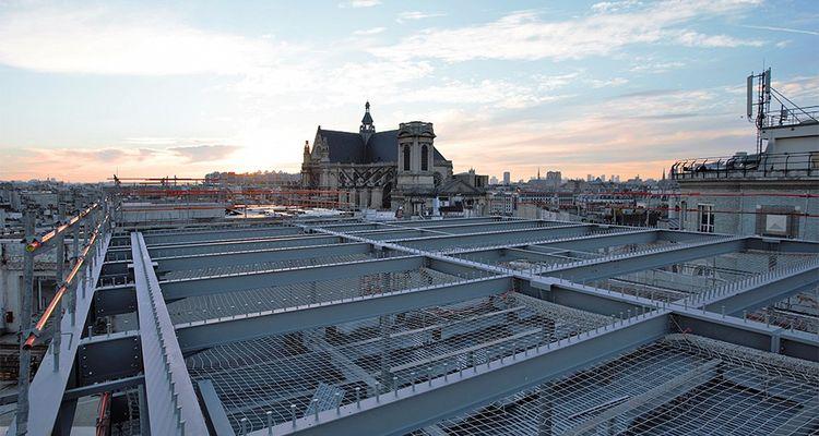 Le bâtiment sera surplombé d'une terrasse plantée avec vue à 360 degrés.