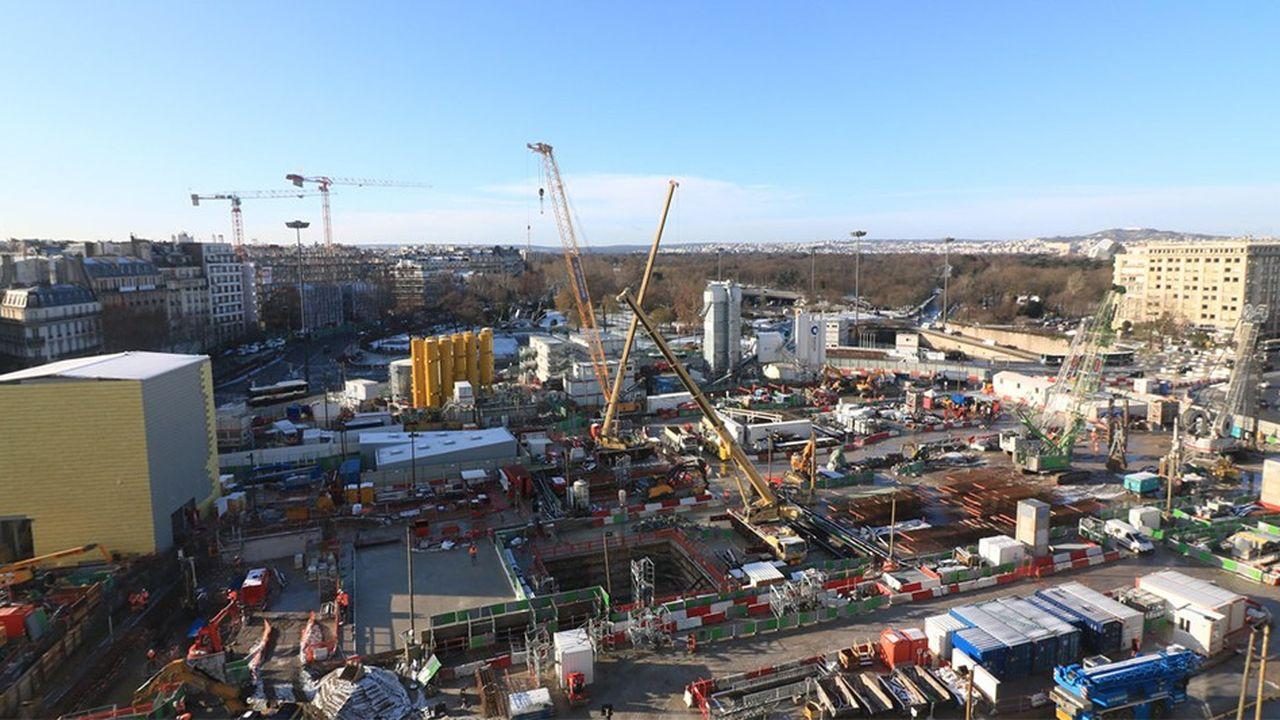La Porte Maillot a engagé une vaste transformation, notamment en vue d'accueillir une nouvelle gare dans le cadre de l'arrivée programmée du RER E.