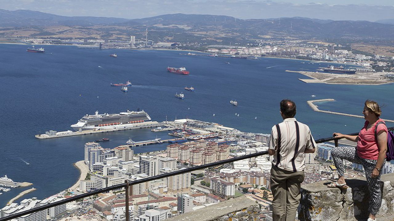 Tout Britanniques qu'ils se sentent, les Gibraltariens se savent extrêmement dépendants, géographiquement et économiquement, des échanges avec leurs voisins andalous