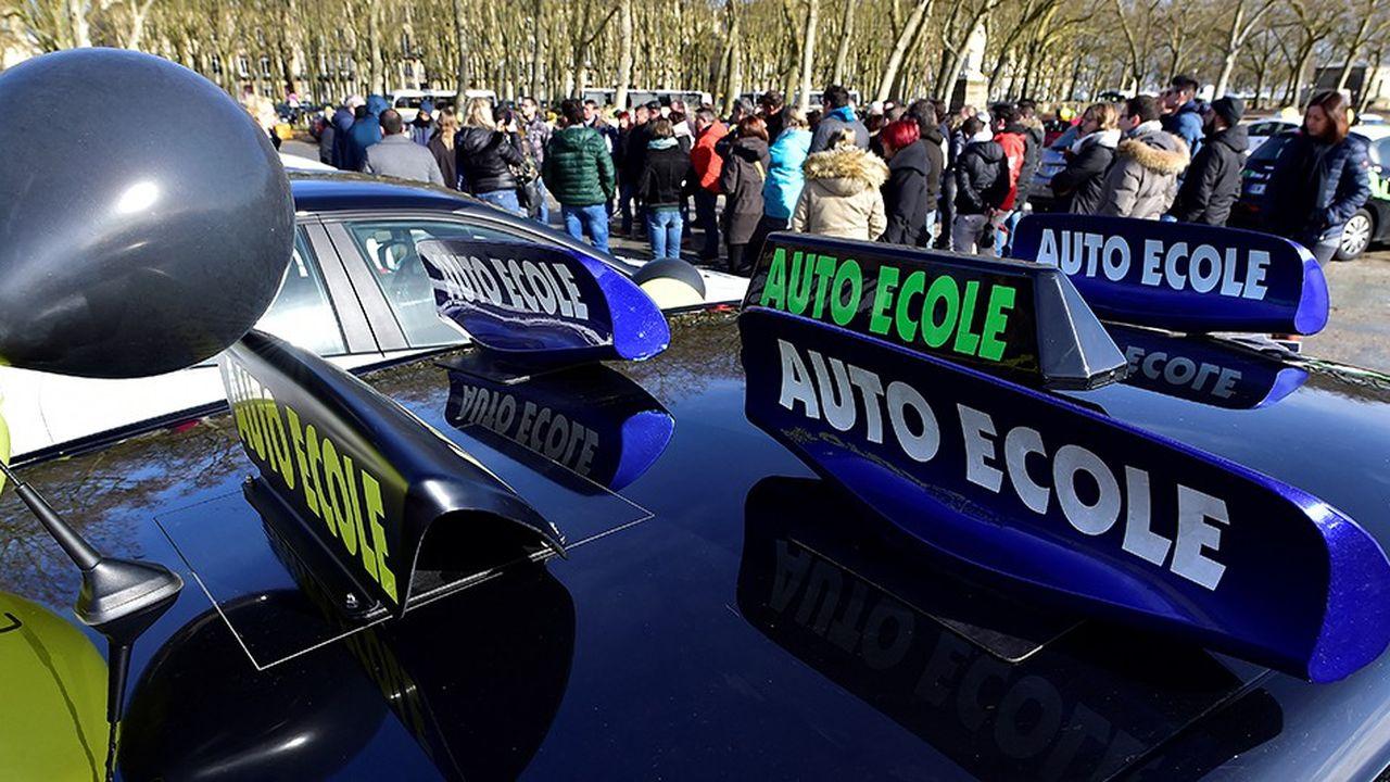 Plus d'un millier de véhicules ont manifesté lundi en menant des opérations escargot, qui ont touché la région parisienne, mais également Marseille, Nice et Bordeaux.