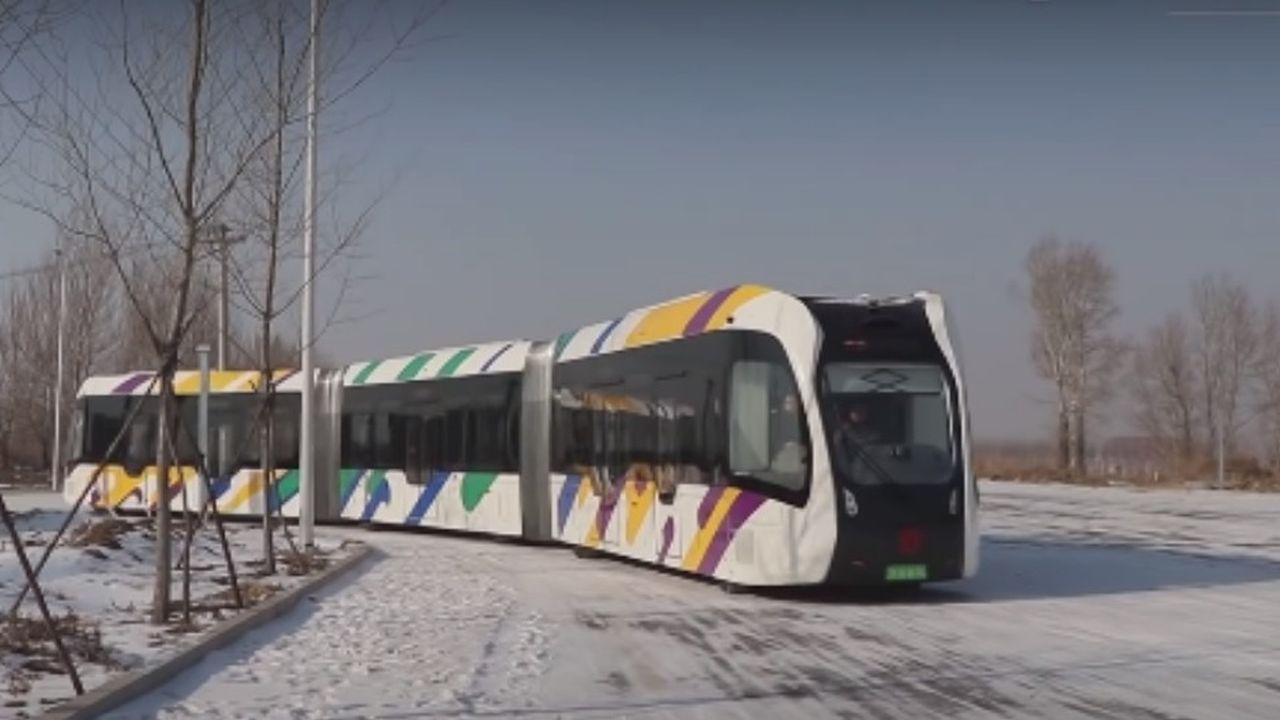 Hybride de tram et de bus, l'Art est un véhicule autonome à guidage optique, électrique et sans conducteur.
