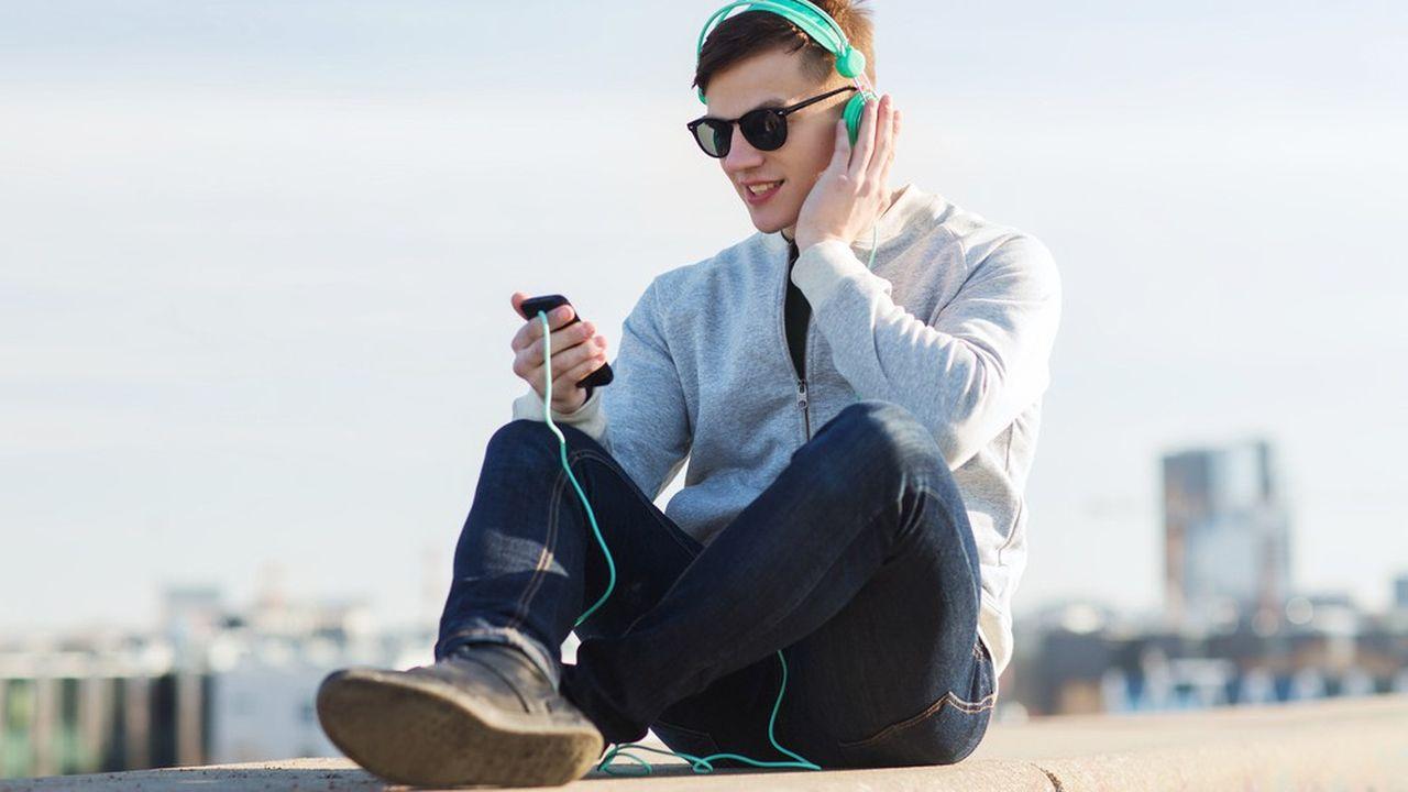 La France est précurseur dans la lutte contre l'utilisation de casques audio et écouteurs à niveau trop élevés.
